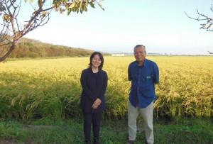 女優の杉田かおるさんご夫妻も 有機農業に関心の高い女優の杉田さんご夫婦もご訪問。収穫前の田んぼを見ていただきました。 9月は、この他にも来訪者が多く、我がロッヂは賑やかな秋となりました。